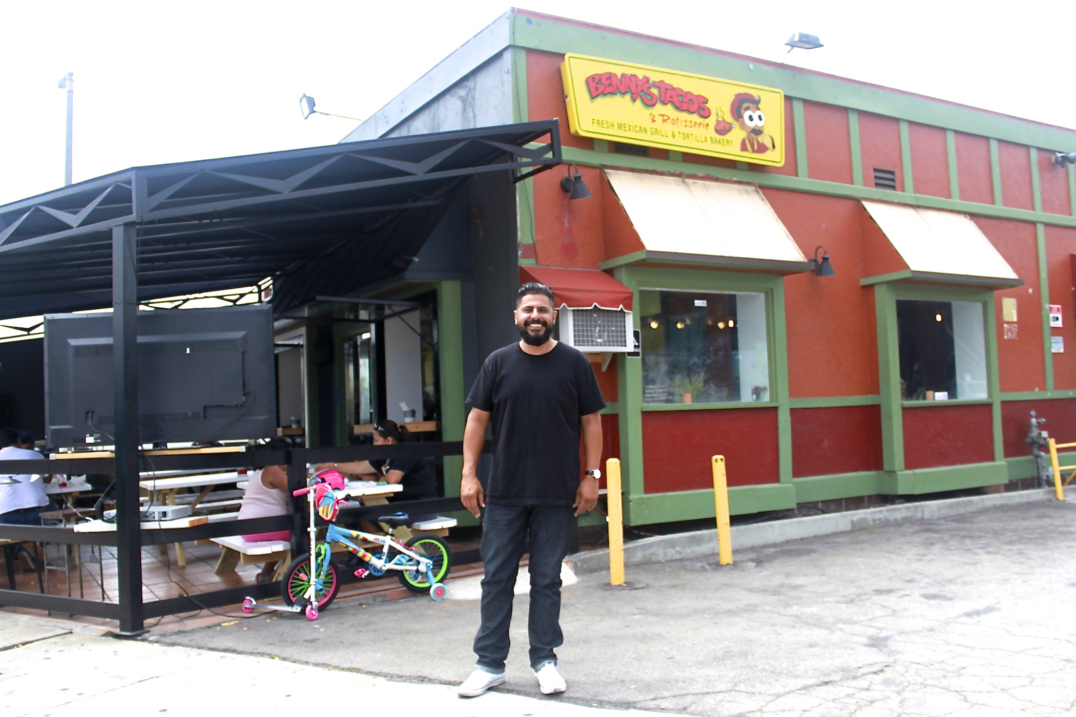 Venice local Oscar Hermosillo, restaurateur behind Rose Ave hot spots Venice Beach Wines and Oscar's Cerveteca, halts Benny's Tacos from becoming a Fatburger and transforms it into Sunset Roadhouse.