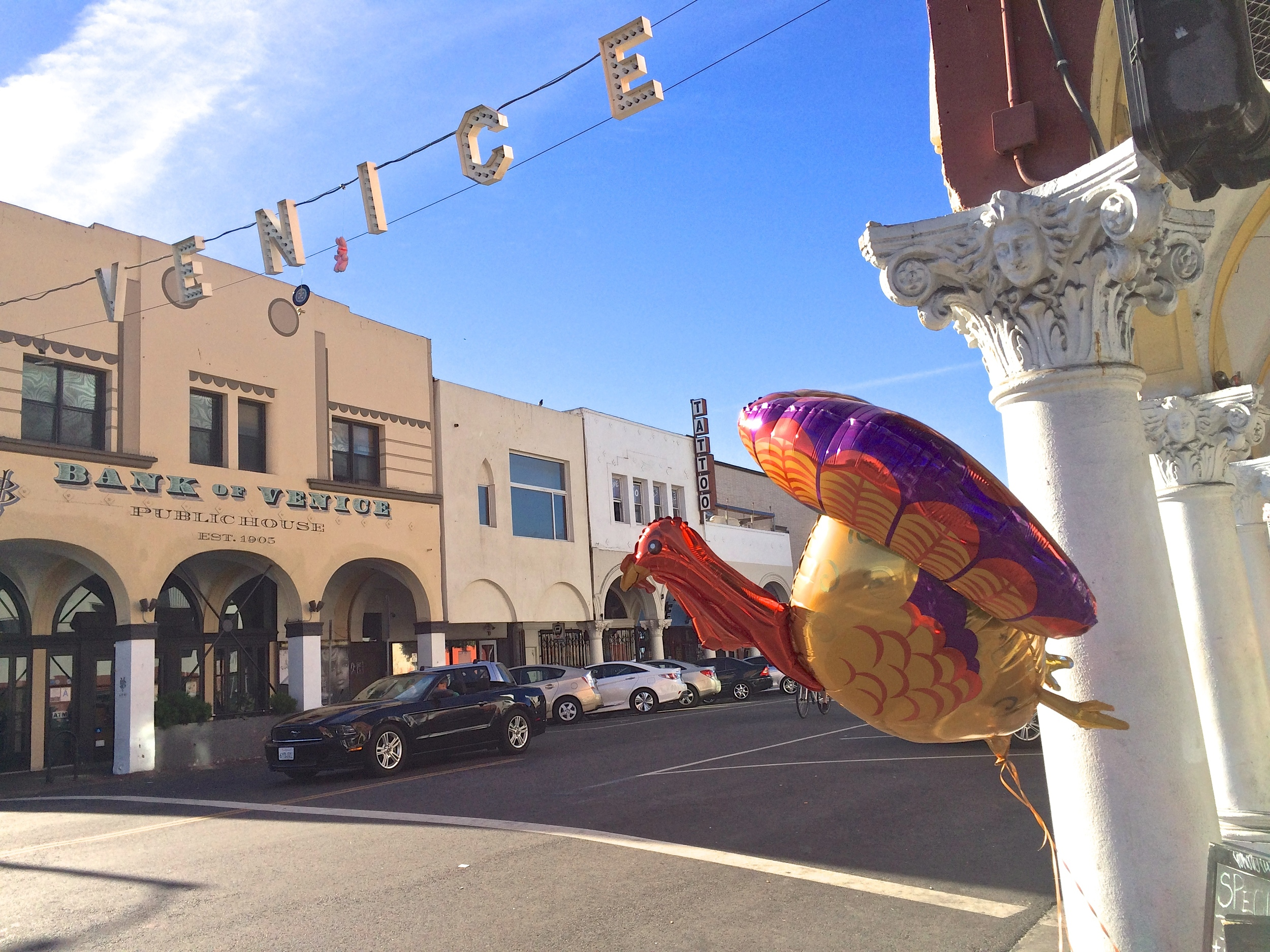 Turkey Day balloon at Pacific and Windward. (  Photo by Glennie Rabin  )