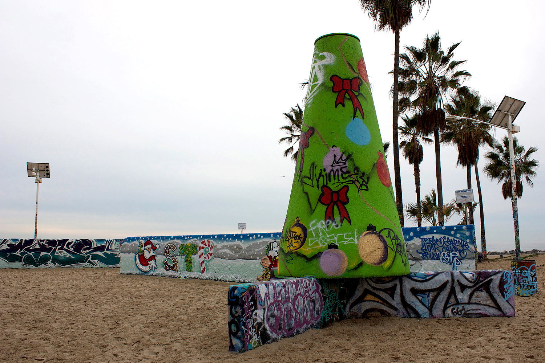 xmas-stp-grafitti-walls-5.jpg