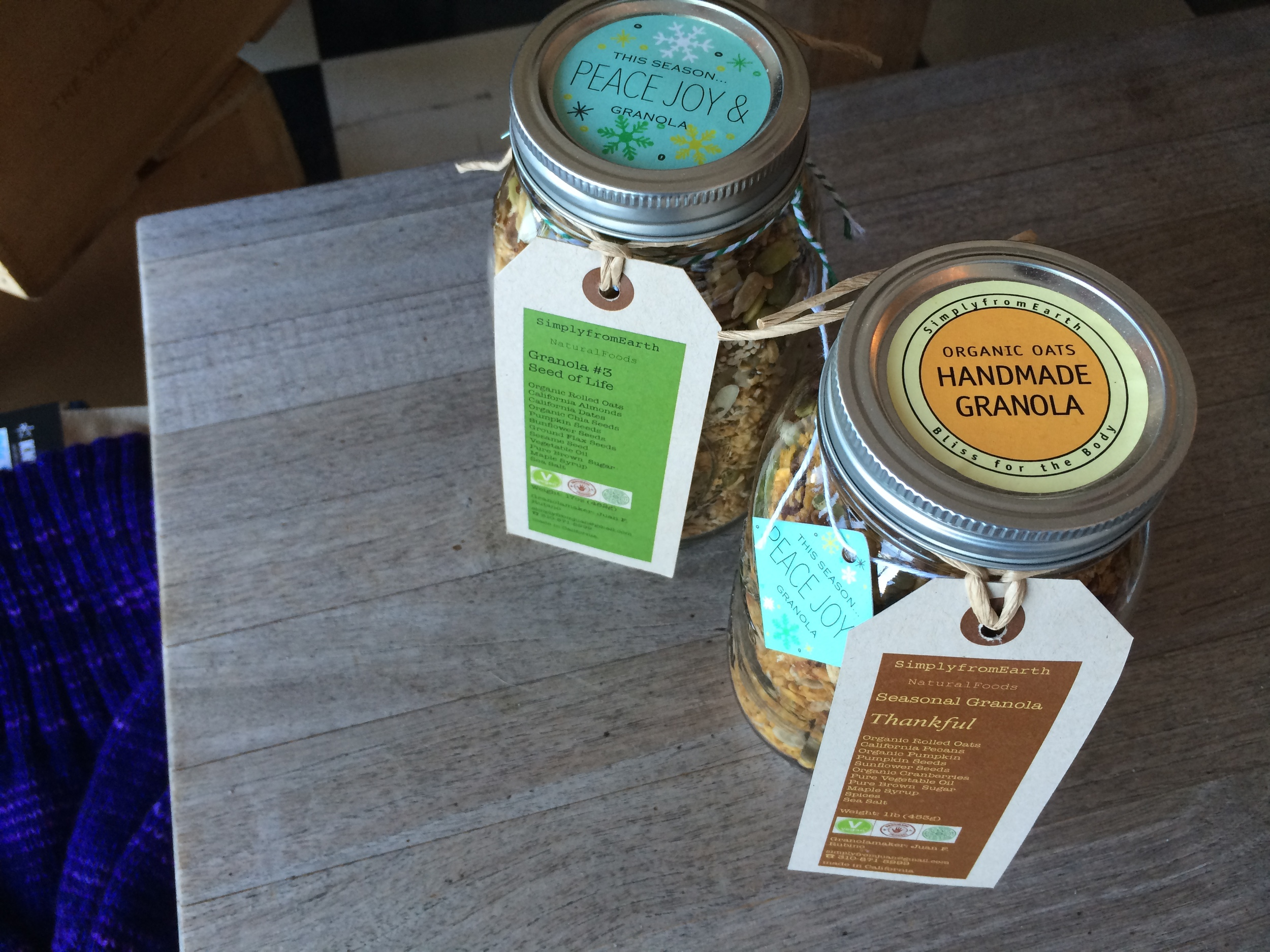 simply-from-earth-granola-foodie-gift-guide