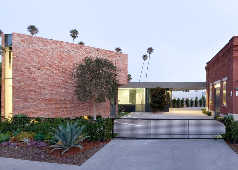L_&_M_Arts,_Venice,_California (2).jpg