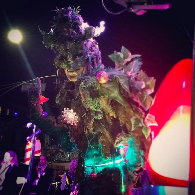 Venice Sign Holiday Lighting Treeman.png