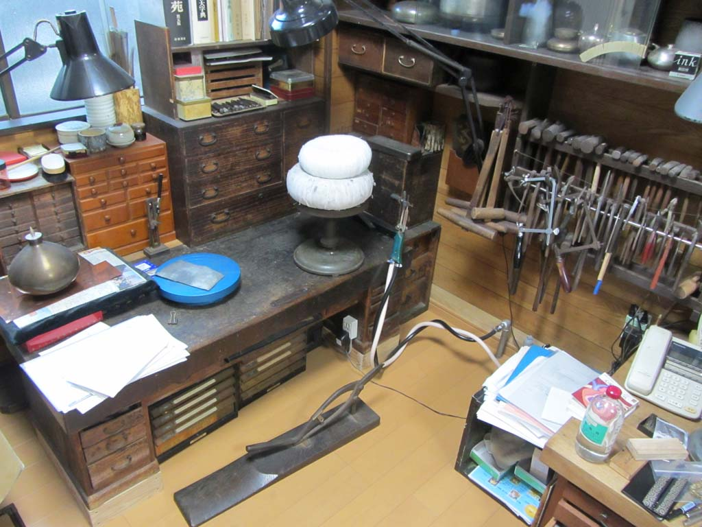 Kashima-san's home studio. Check out the beautiful bench on the left, passed down from his grandfather!