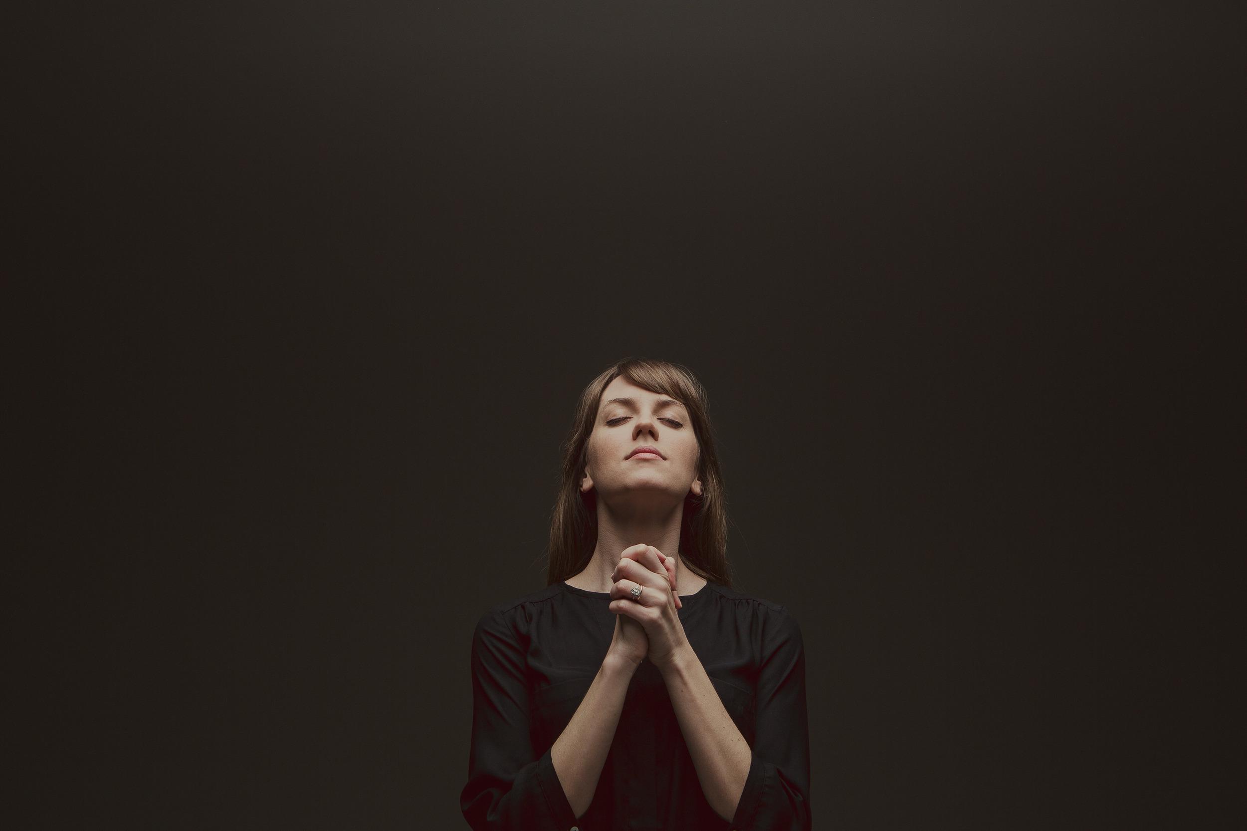 Woman Praying1.jpg