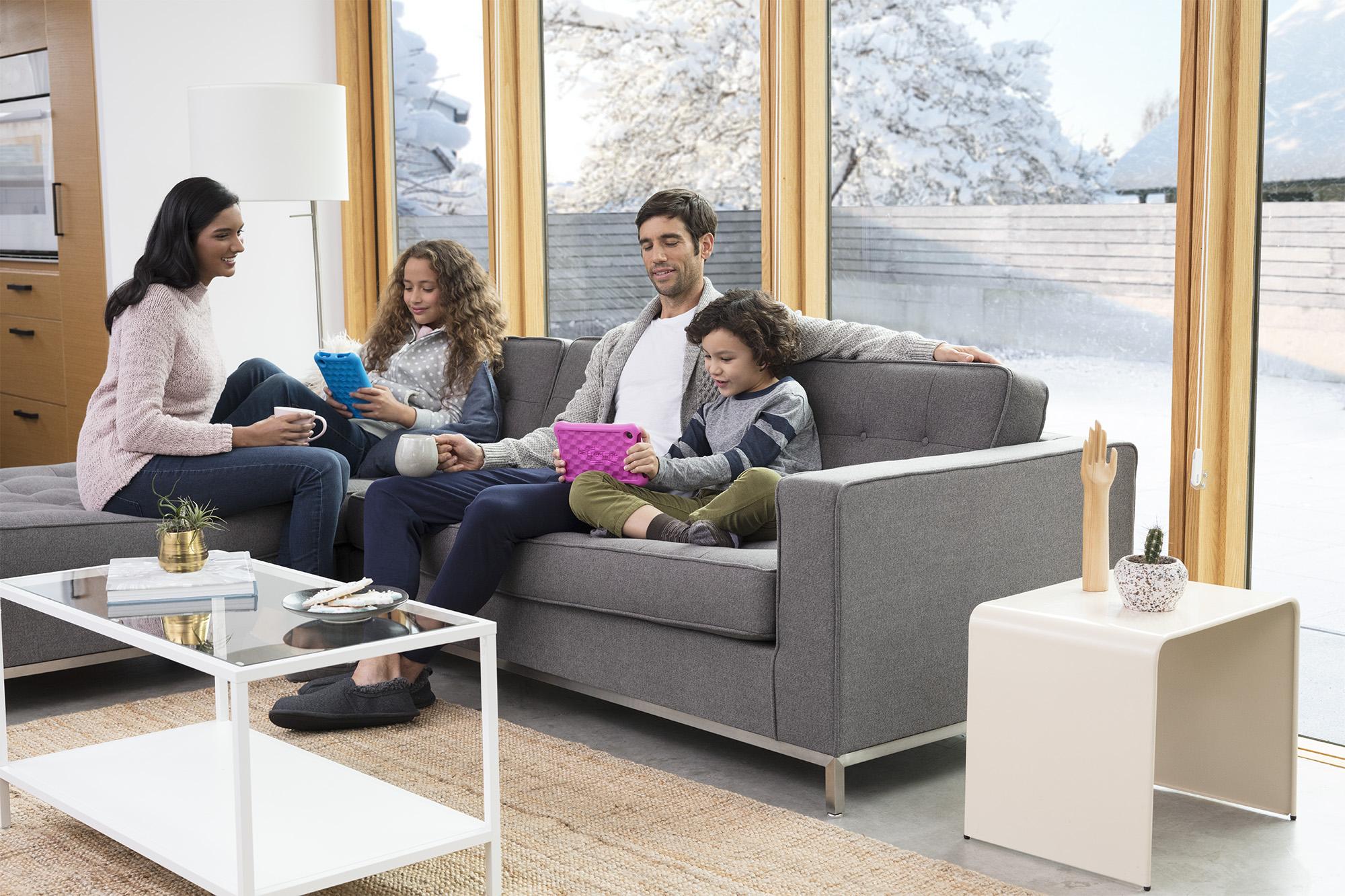 Tabfam_Livingroom_Holiday_Entertainment_1011_V2_After.jpg
