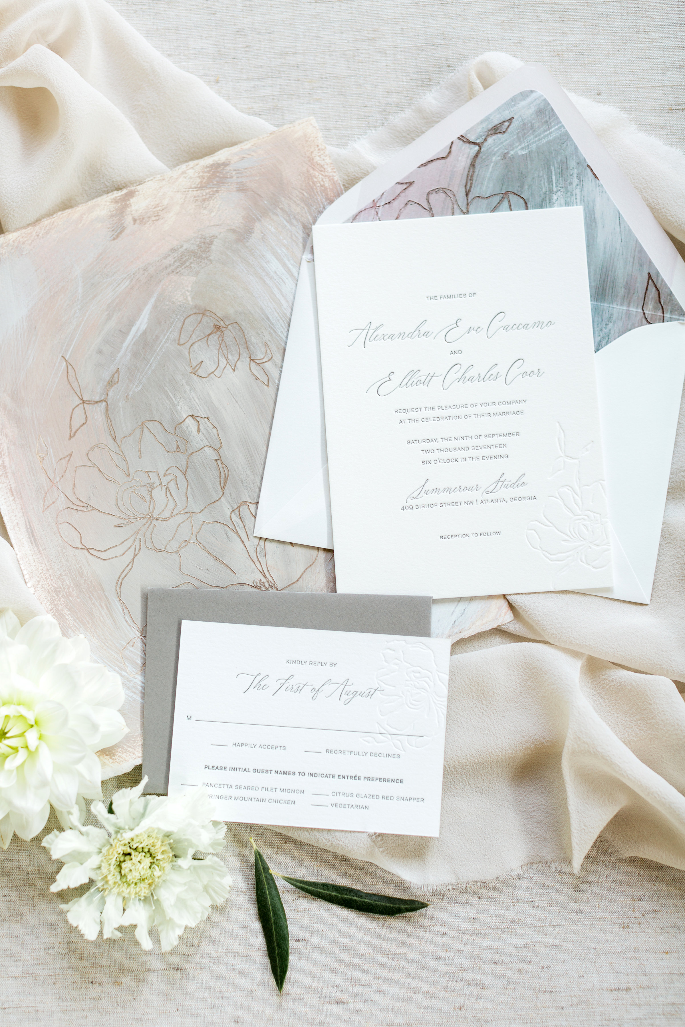 Allie&ElliottWedding_RusticWhite_004.jpg