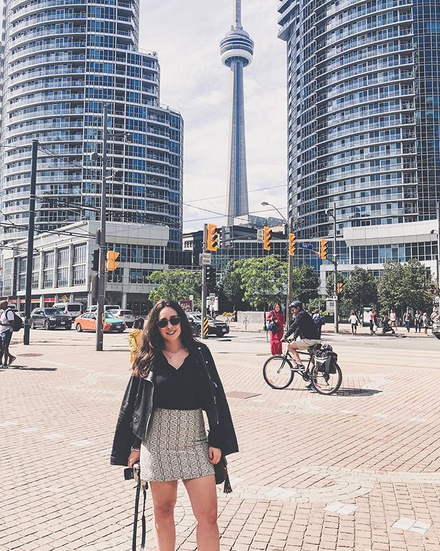 Toronto for the weekend! When I said I had the travel bug, I was serious. . . . . . #traveldiary #travelphotography #travelblogging #toronto #toronto_insta #canada_gram #canada #travelbug #cntower #budgettravel
