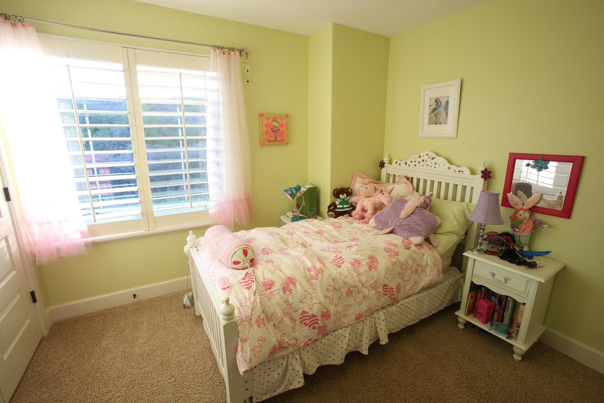 crest_bedroom2.jpg