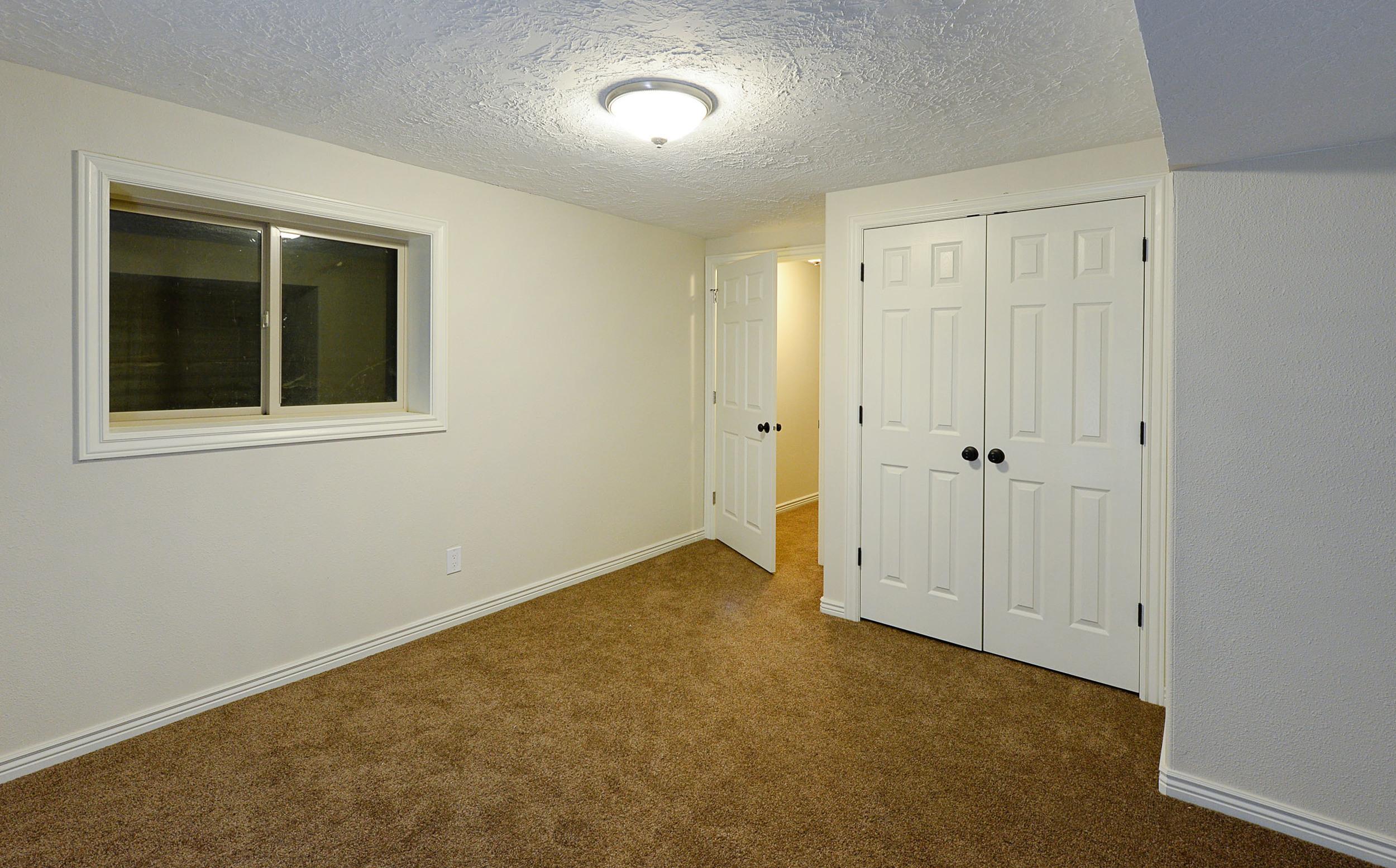 Bedroom_basement.jpg
