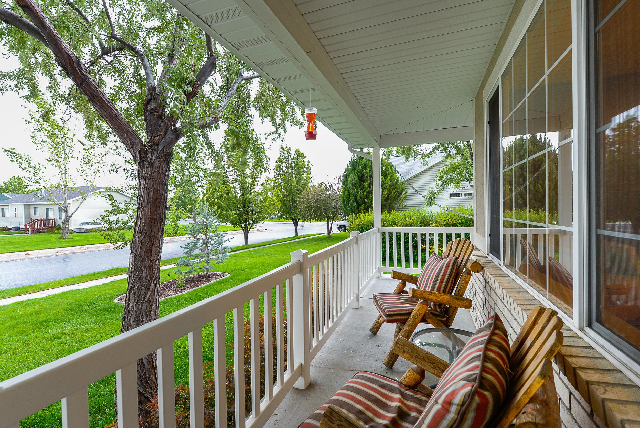 Front porch1.jpg