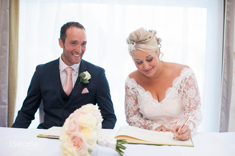 wedding-photographer-Cornwall-leesearle-26.jpg
