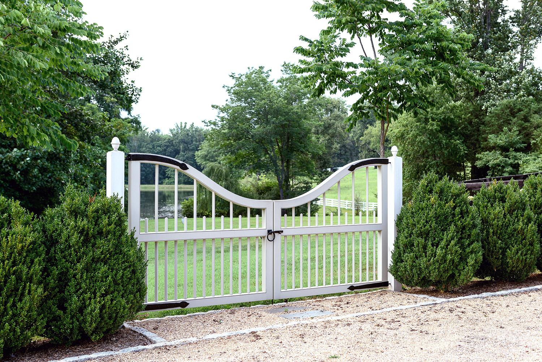 Shady_entry_gate_groundedllc_annaboeschesntein_traditional_landscape_architecture.jpg