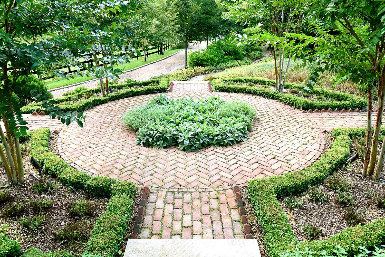 Herb_garden_parterre_groundedllc_annaboeschenstein_brick_landscape-architect.jpg