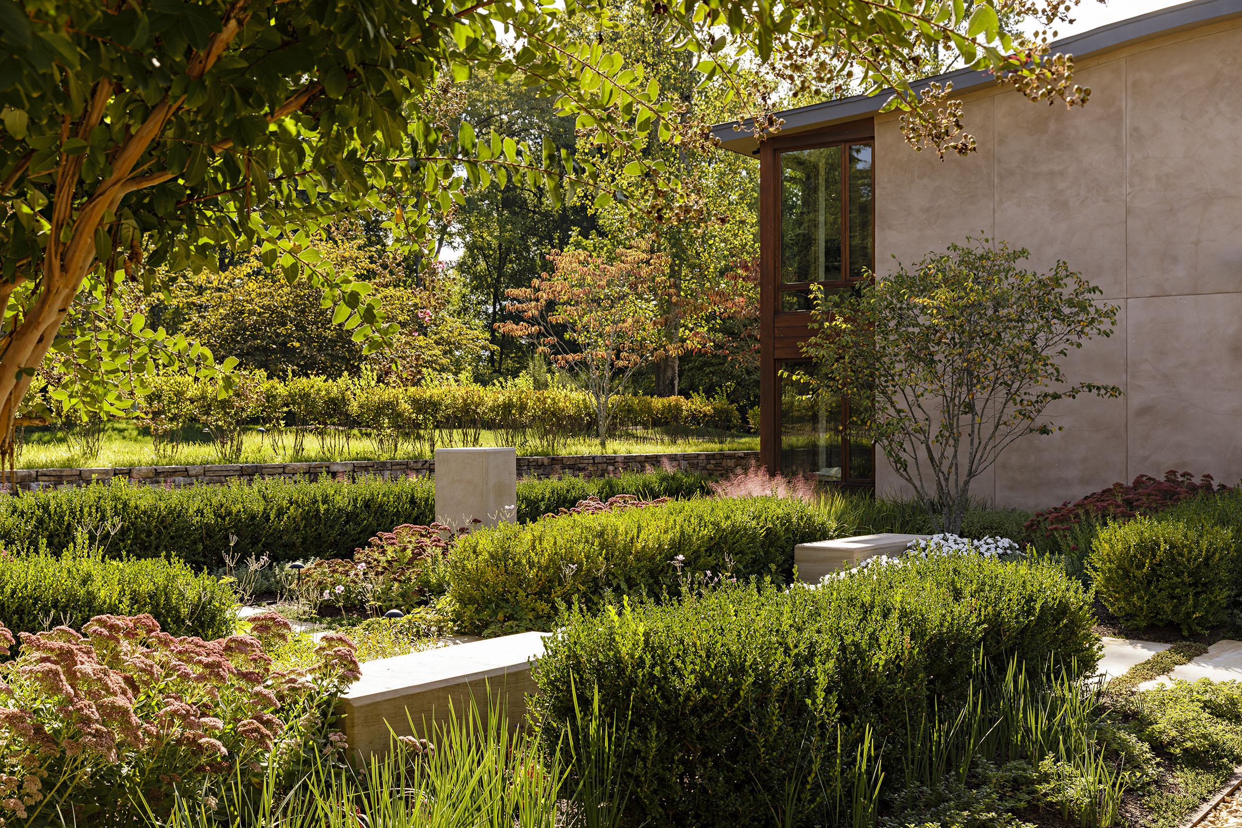 Grounded-sandstone-modern-planting_anna-boeschenstein.jpg