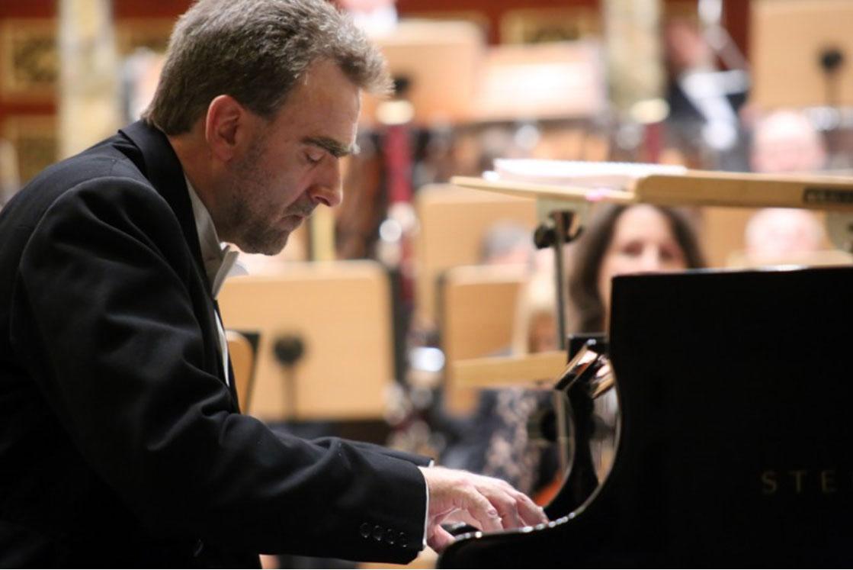 Jonathan Plowright live by Waldamar Wylegalski.jpg