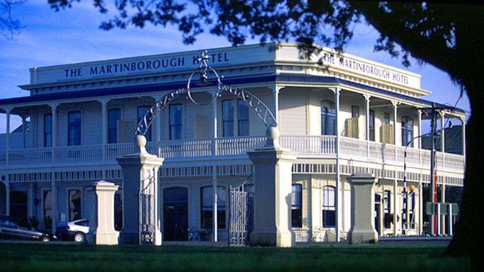 Martinborough_Hotel_2.png