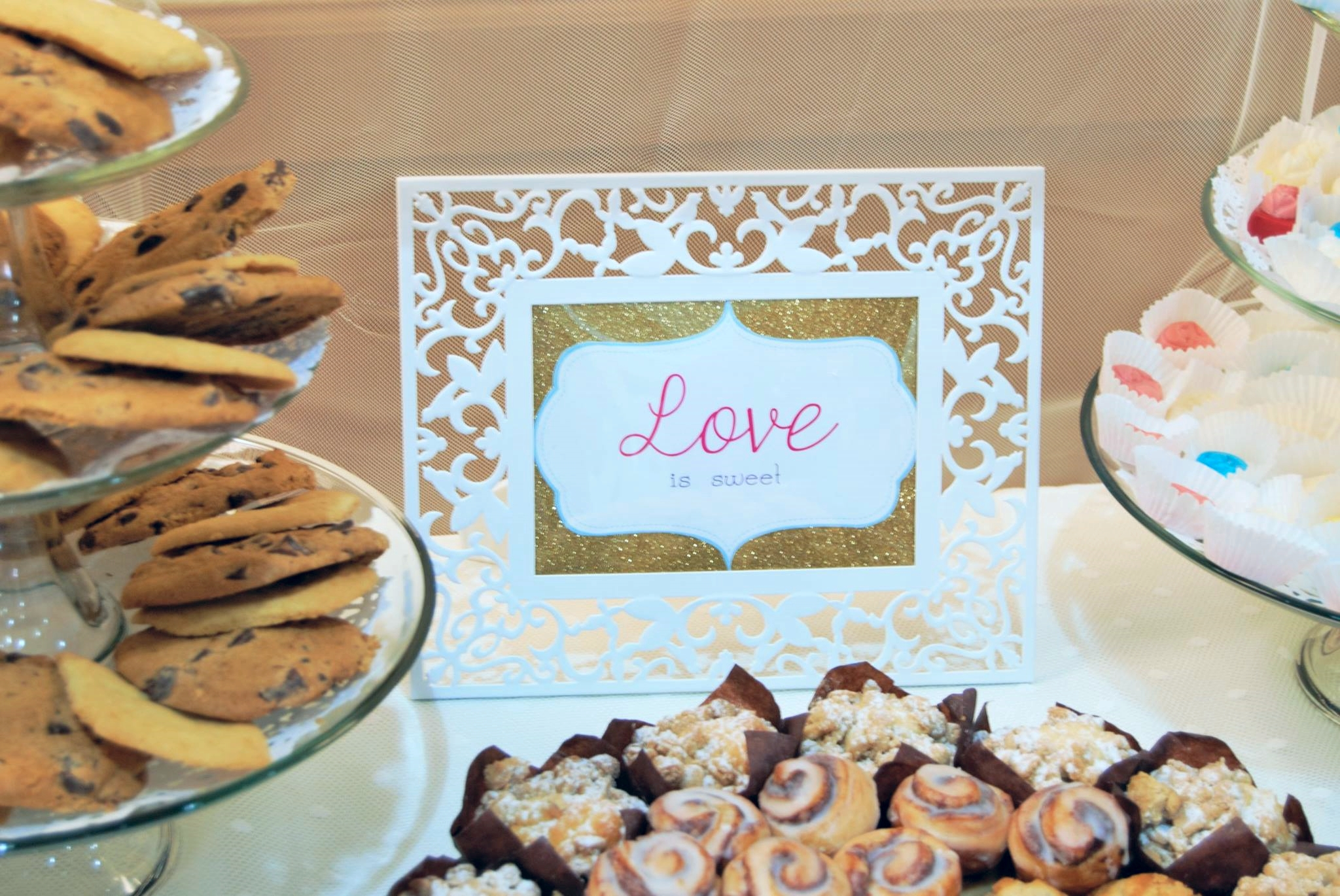 Adding framed quotes treats guests to special details that make the event look even more fabulous.