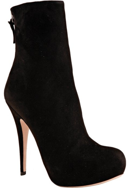 9. ANKLE BOOTS