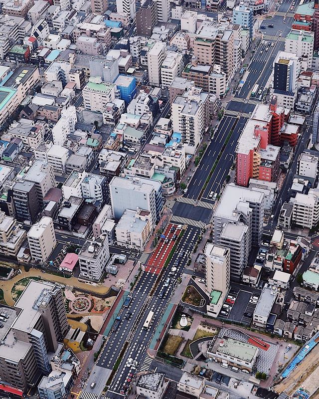 03.16.2019 Dense city // D E N S I T Y  P T. 2 ———————————— Zooming in on the city from the Tokyo Skytree observation deck. Unlike the last one, this corner of the city has more pops of red. ———————————— 🔖#東京スカイツリー #skytree #tokyoskytree #cityscape #citykillerz #tokyo #cityview #urbanphotography #東京都 #viewsfromabove #discovertokyo #travelphotography #artofvisual #explorecreate #dametraveler #nikond5100 #vscox