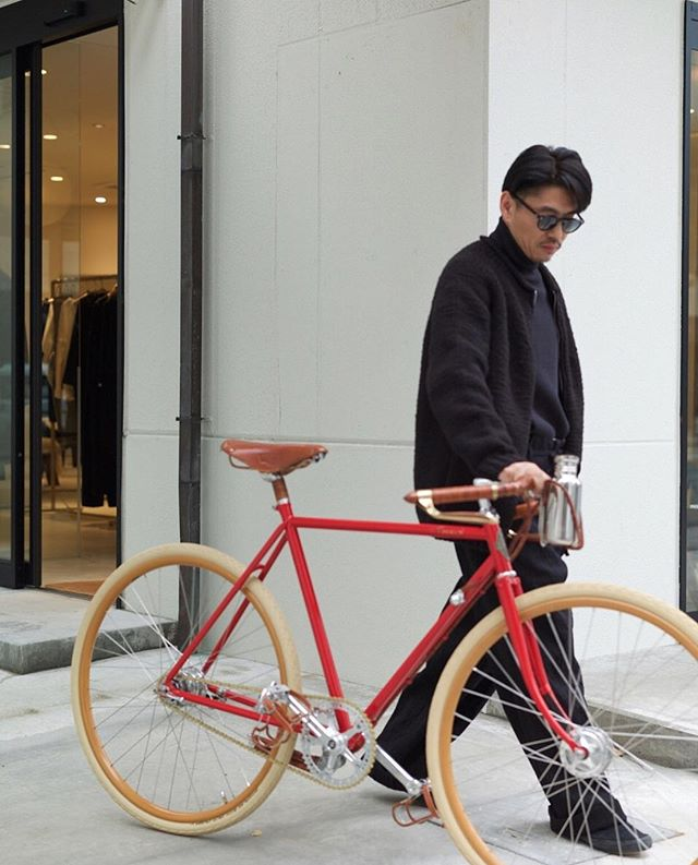 Red lovers - Special collection of handmade bicycles available in Japan at @oldjoebrand @oldjoe_store_kanazawa @phats_square_company #ascaribicycles #handmadebicycles #oldjoebrand #phaetonsmartclothes
