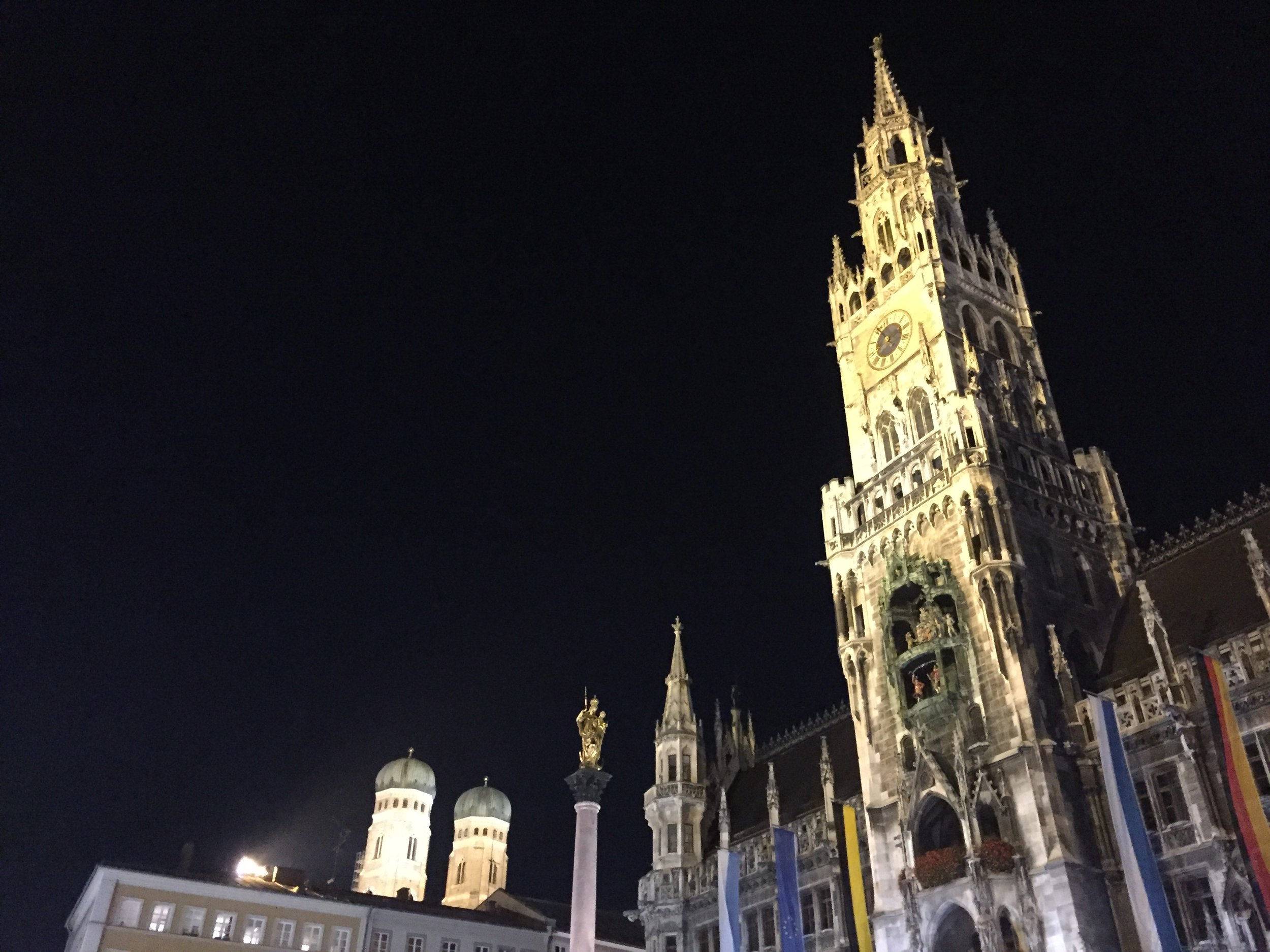 marienplatz at night.jpg