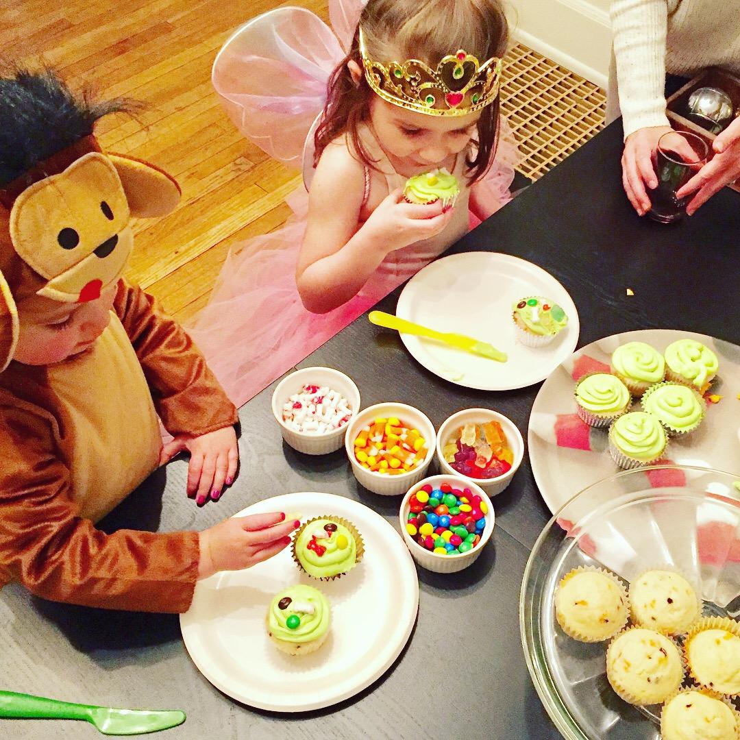 Halloween Cupcake Decorating.JPG