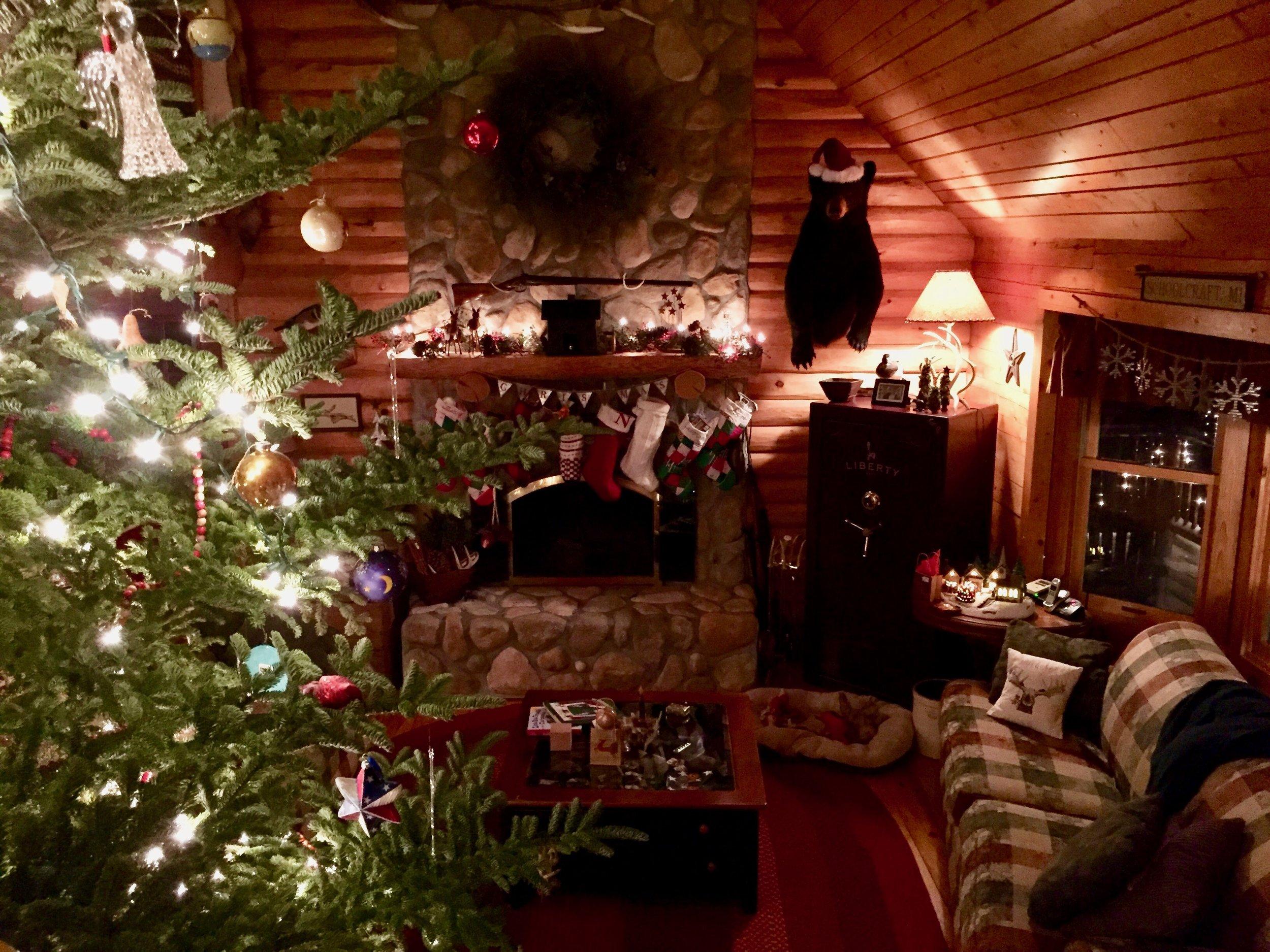 log cabin christmas 1.jpg