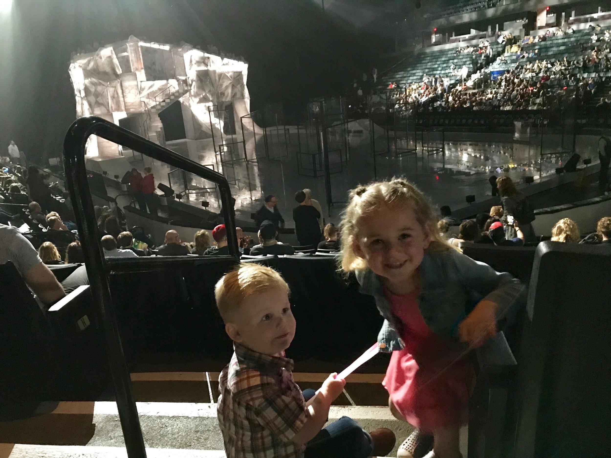 Cirque Du Soleil Crystal kladder kids.jpeg