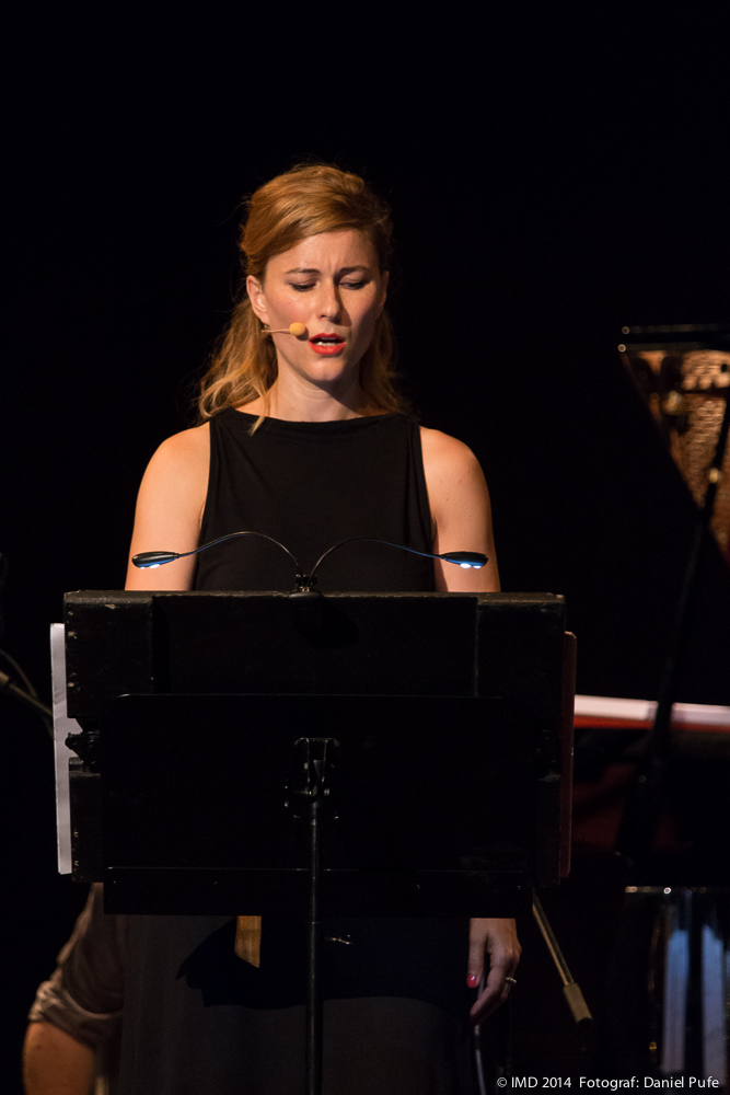 Fabienne Séveillac singing Cancion del Ciego by Santiago Diez Fischer - photo credit: Daniel Pufe/IMD.
