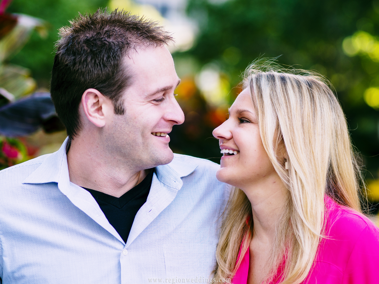 A candid moment between a romantic couple in a garden area in Chicago.