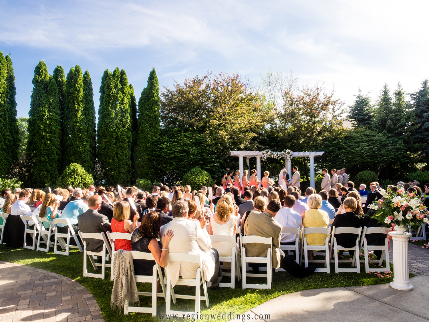A beautiful outdoor wedding ceremony at Aberdeen Manor.