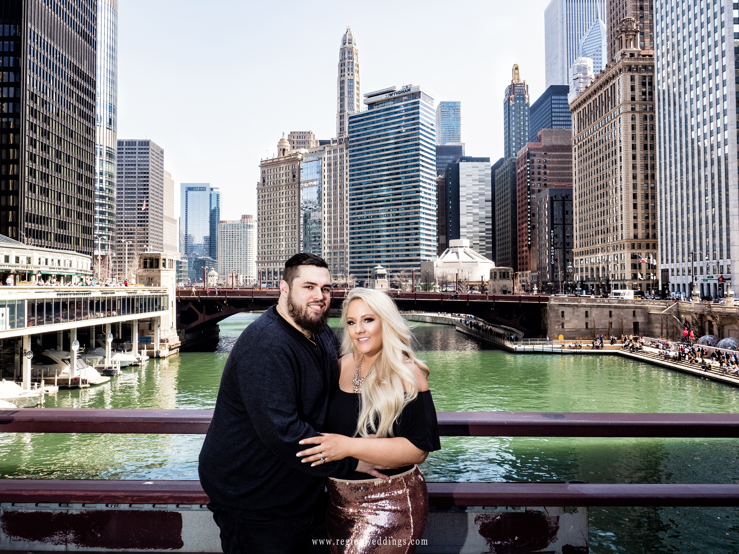 Chicago engagement portrait on the Chicago River.