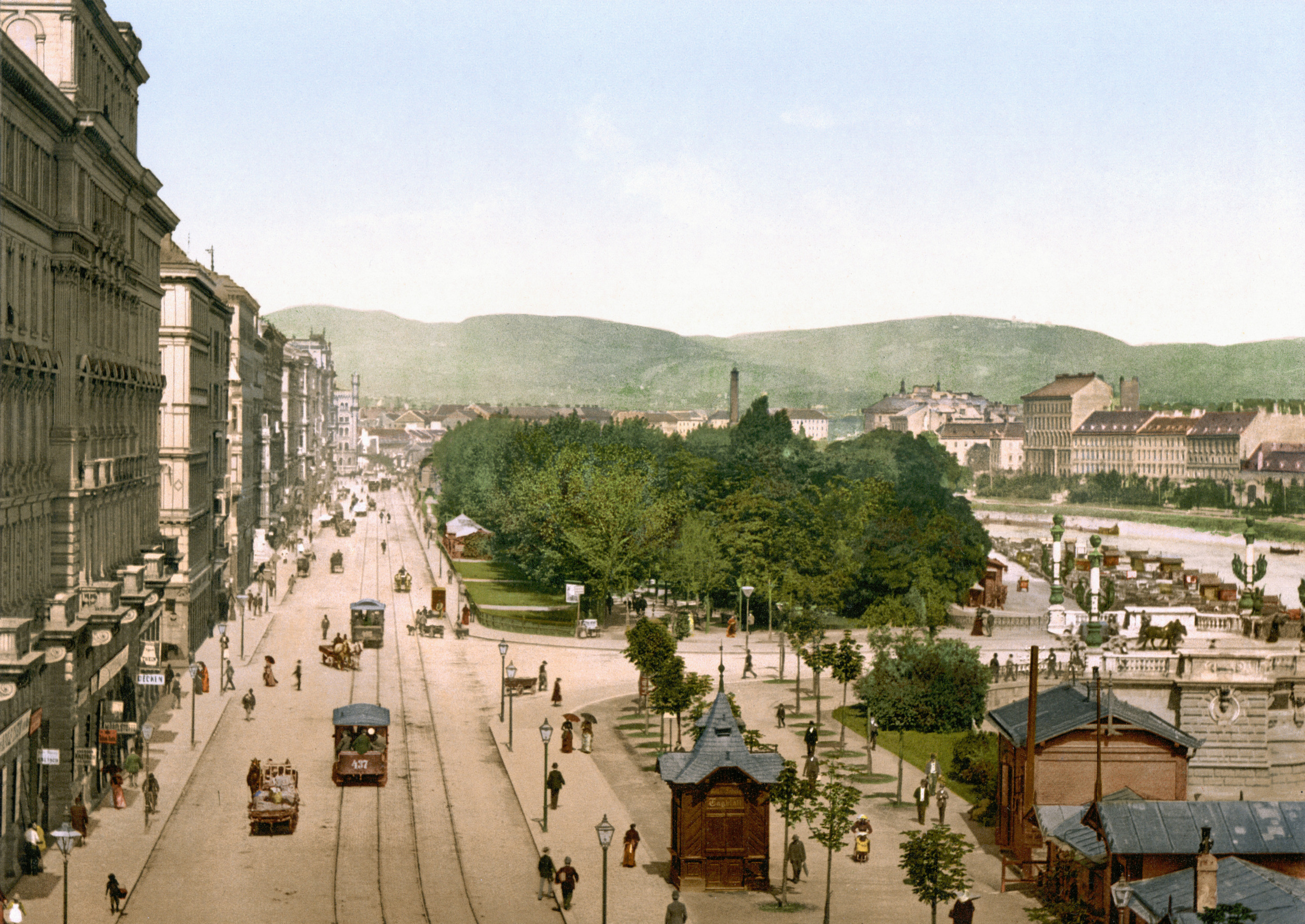 Vienna's Rigstrasse in 1900.  Public Domain image from Wikimedia Commons.