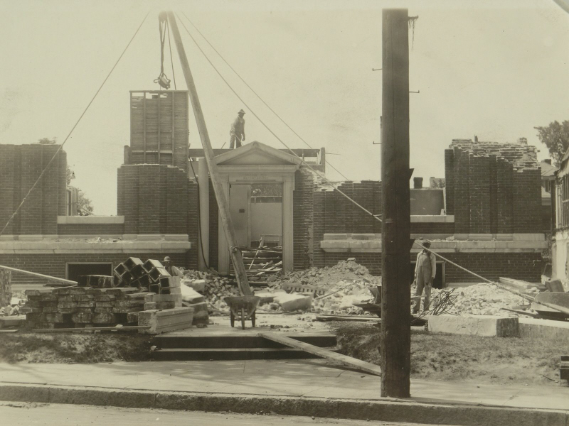 Dismantling the 1910 building