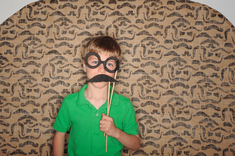 fun-mustache-photobooth-the-photo-bus-volkswagen