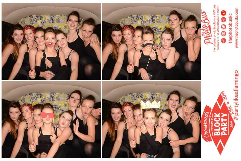 quixotic-kc-dancers-the-photo-bus-photobooth