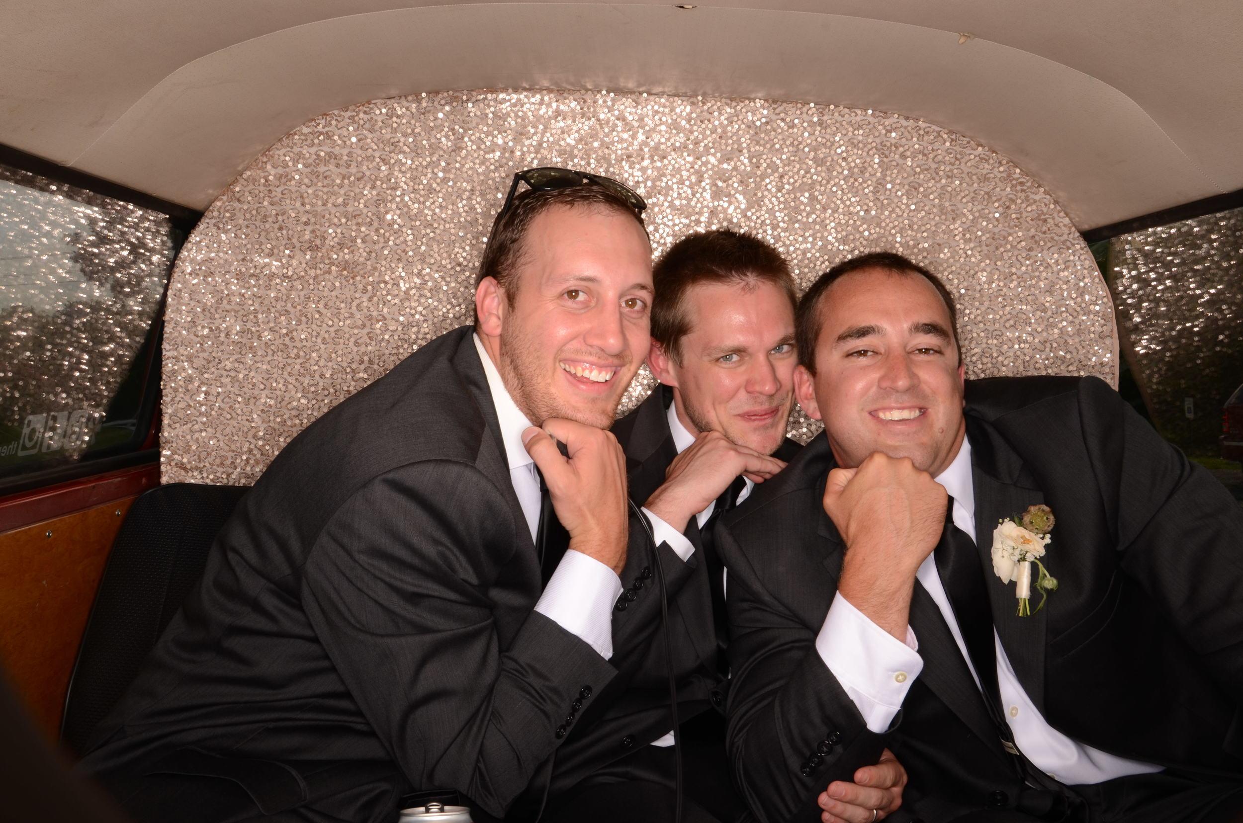 fun-wedding-photobooth-the-photo-bus