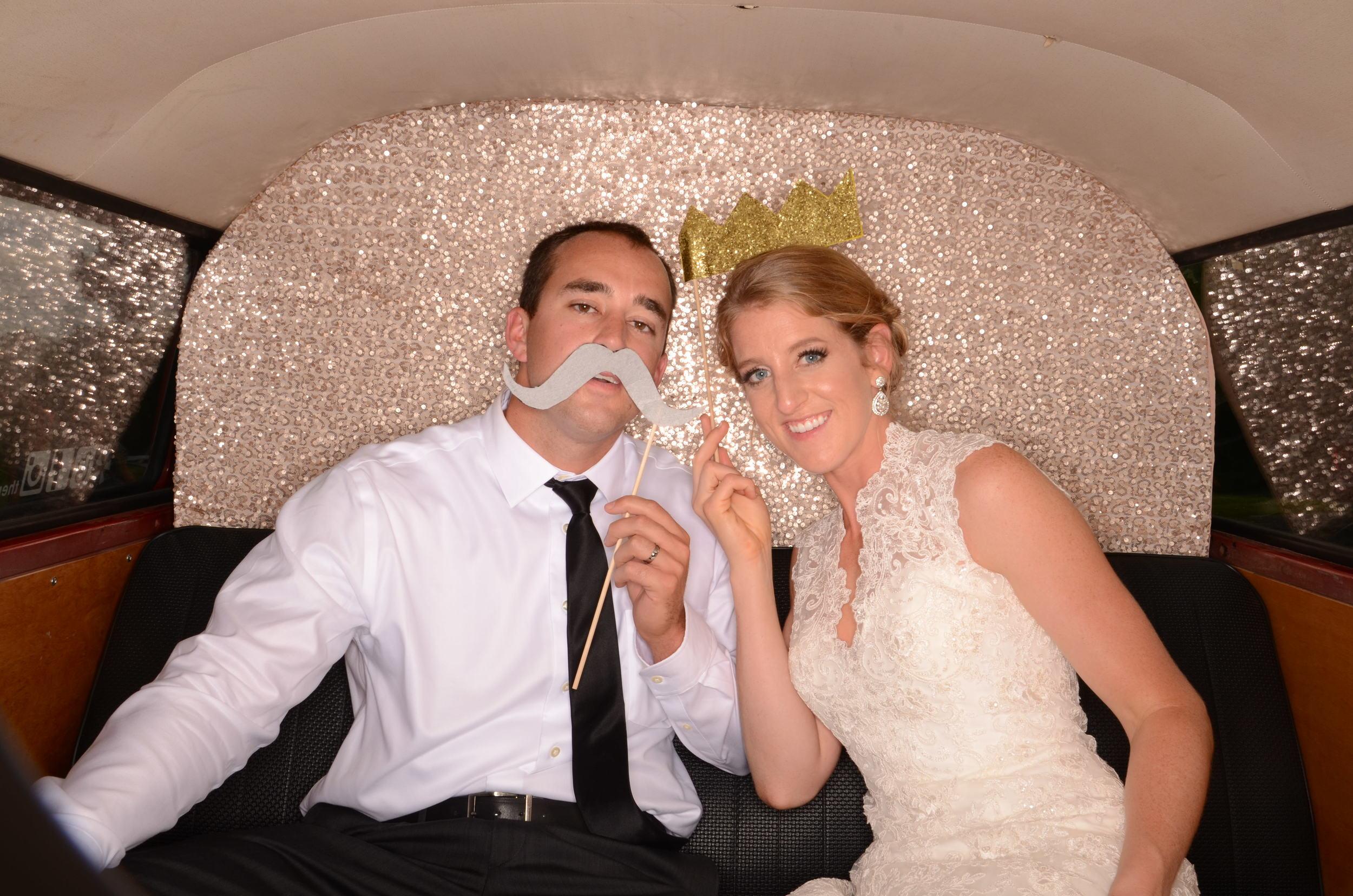 fun-wedding-photobooth-kc-the-photo-bus