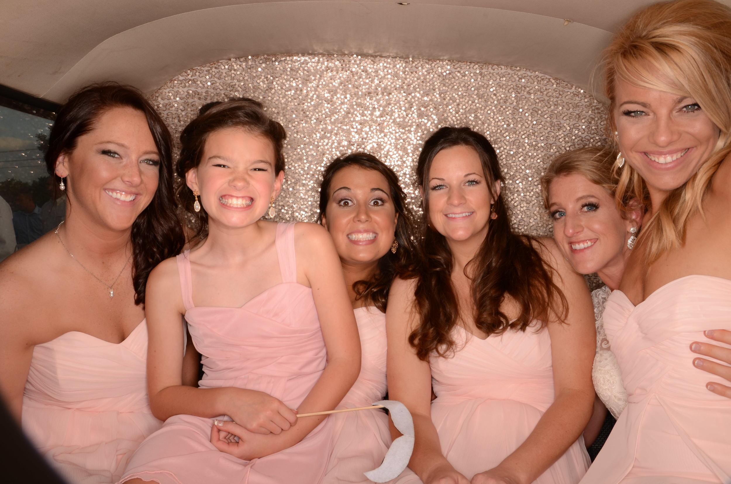 fun-wedding-photobooth-the-vw-photobus