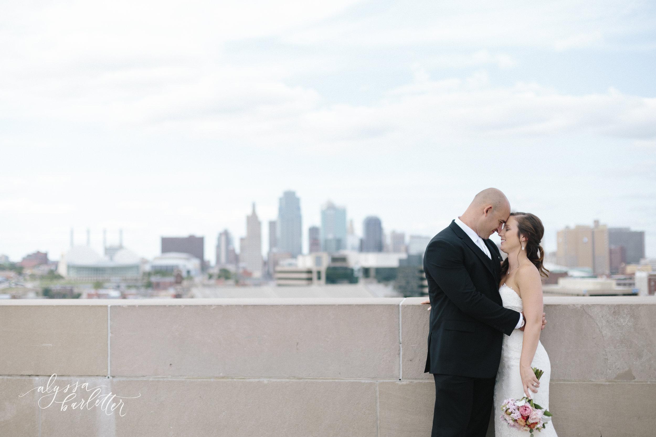 kansas city wedding photography wwi liberty memorial skyline bride groom