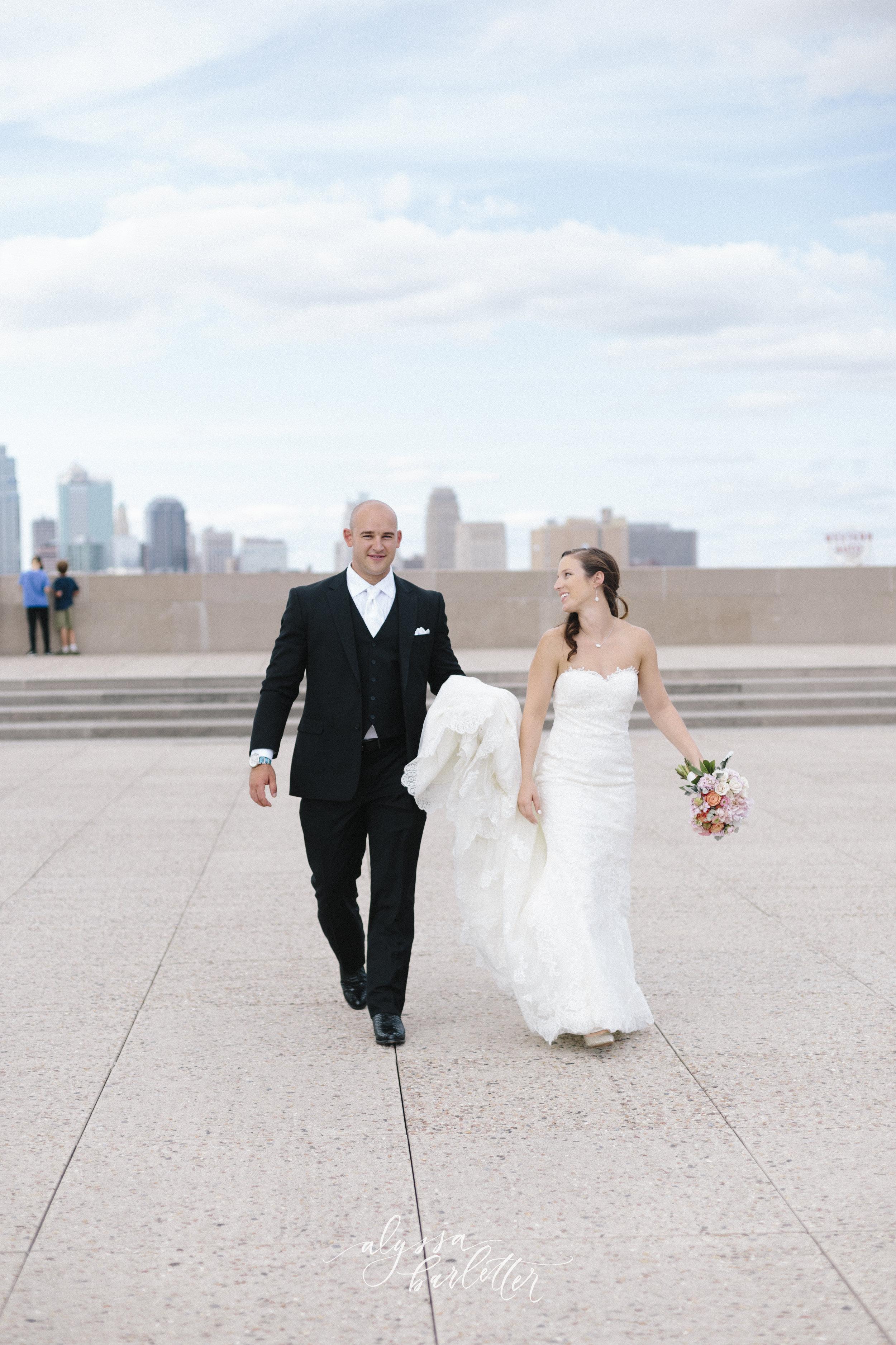 kansas city wedding photography wwi liberty memorial bride groom skyline