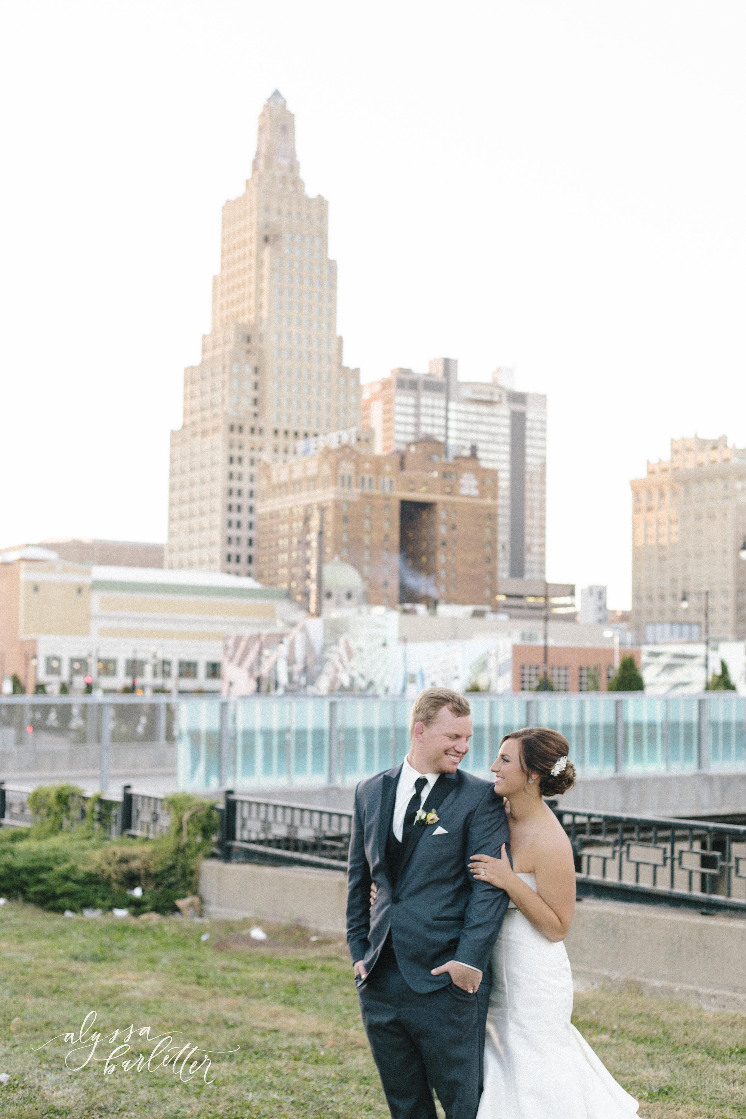 kansas city missouri wedding photographer downtown skyline bride groom