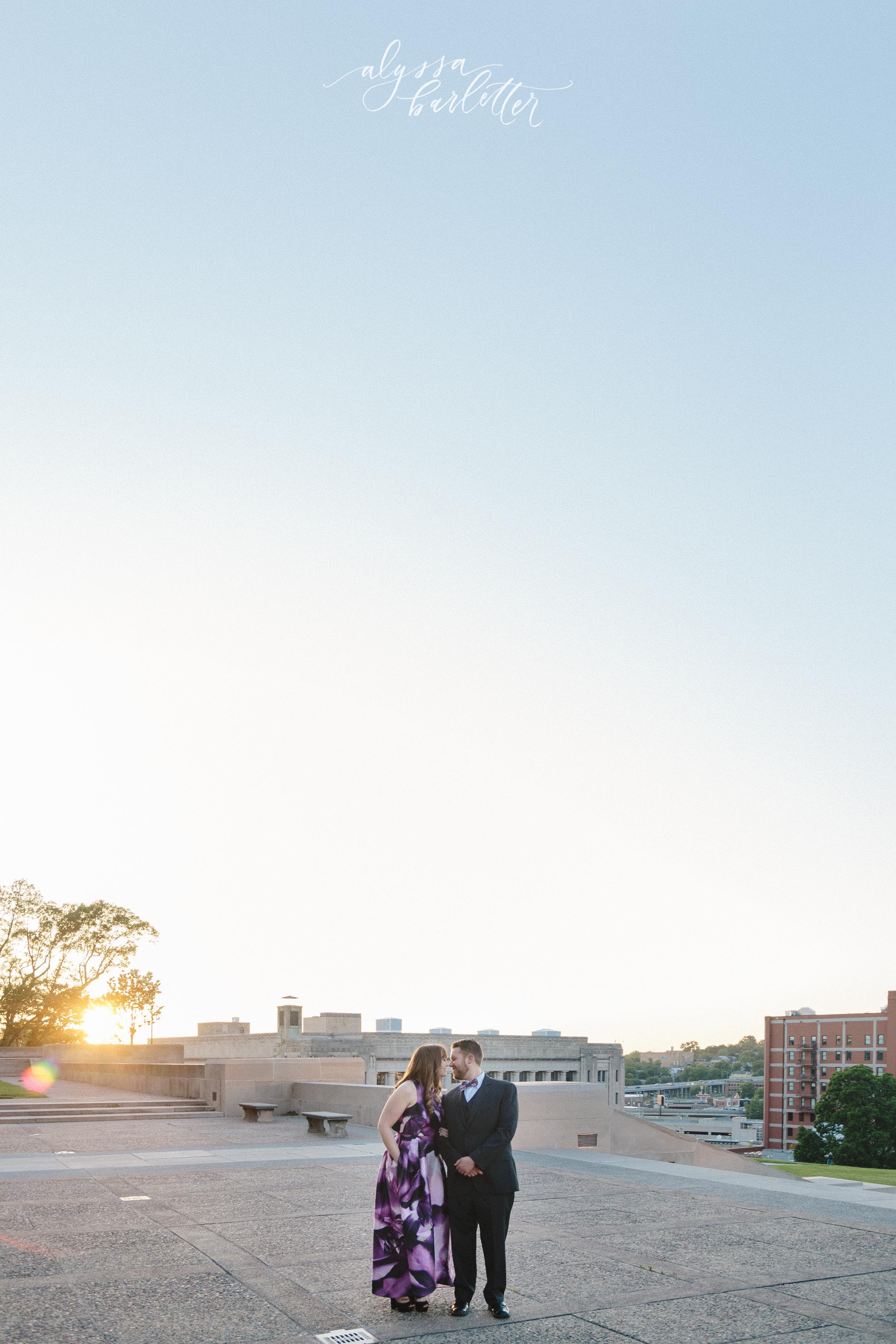 kansas city missouri wedding photographer wwi skyline liberty memorial engagement session