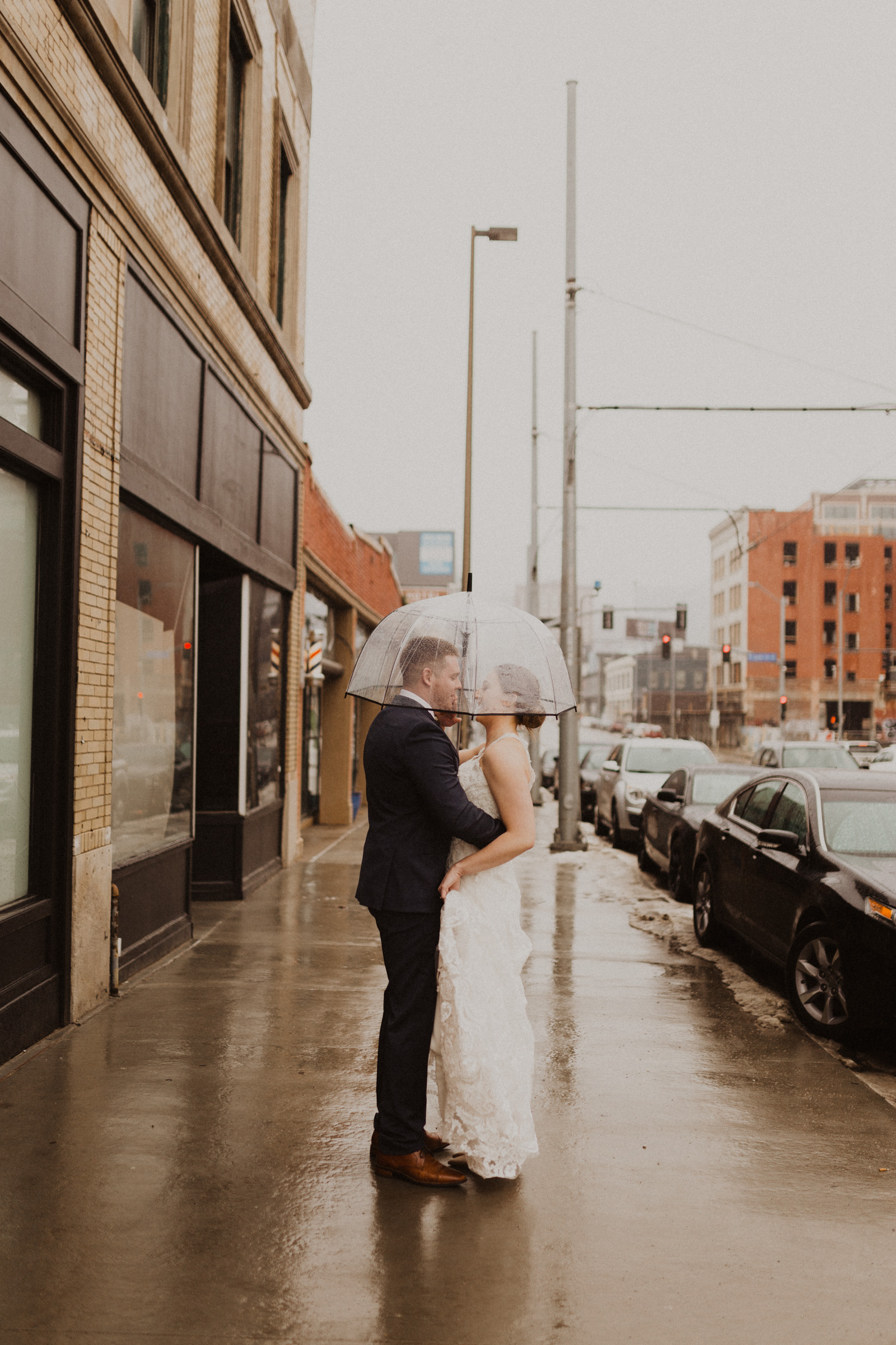 alyssa barletter photography 2016 main kansas city wedding rainy day photographer grace and justin magott-27.jpg