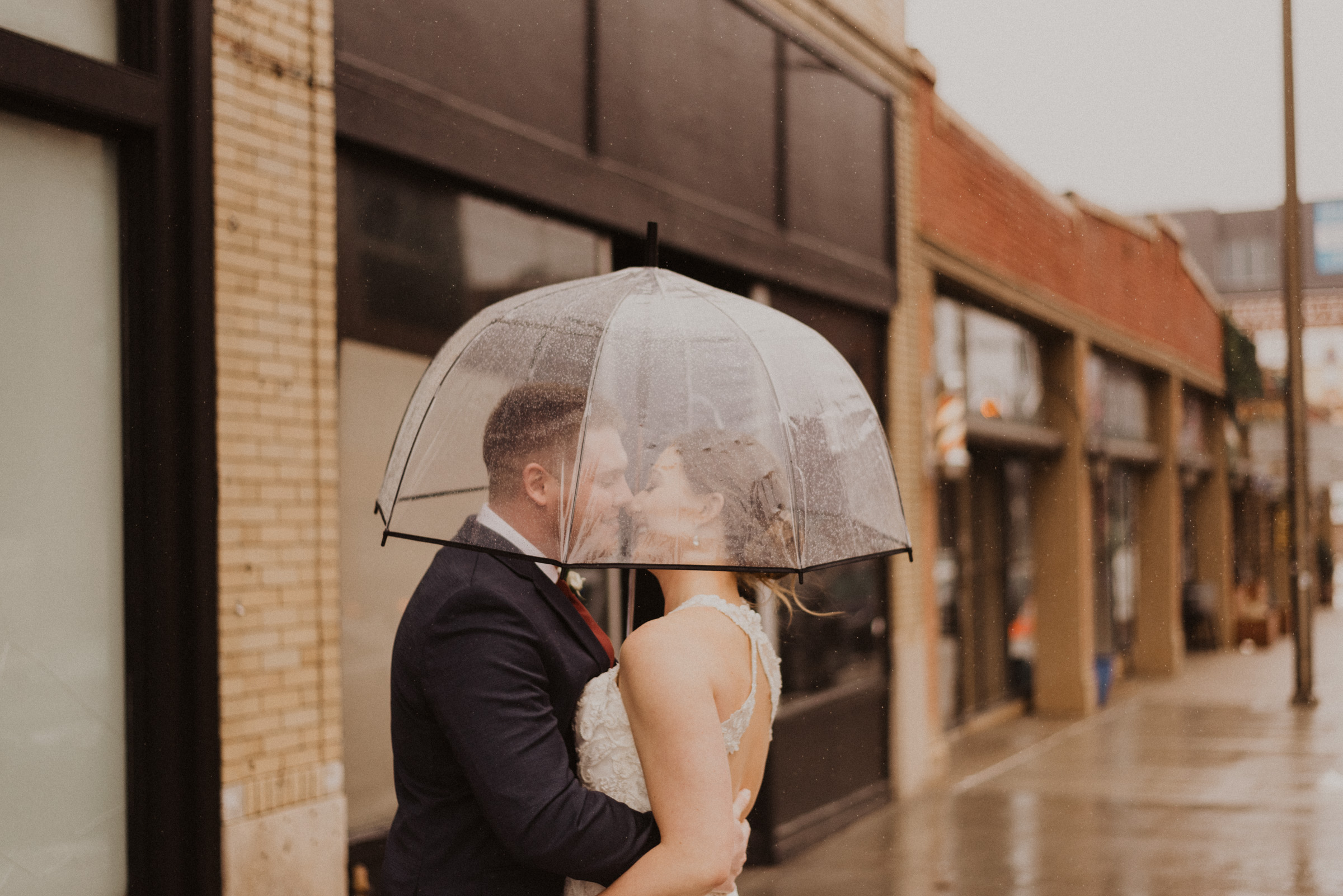 alyssa barletter photography 2016 main kansas city wedding rainy day photographer grace and justin magott-32.jpg