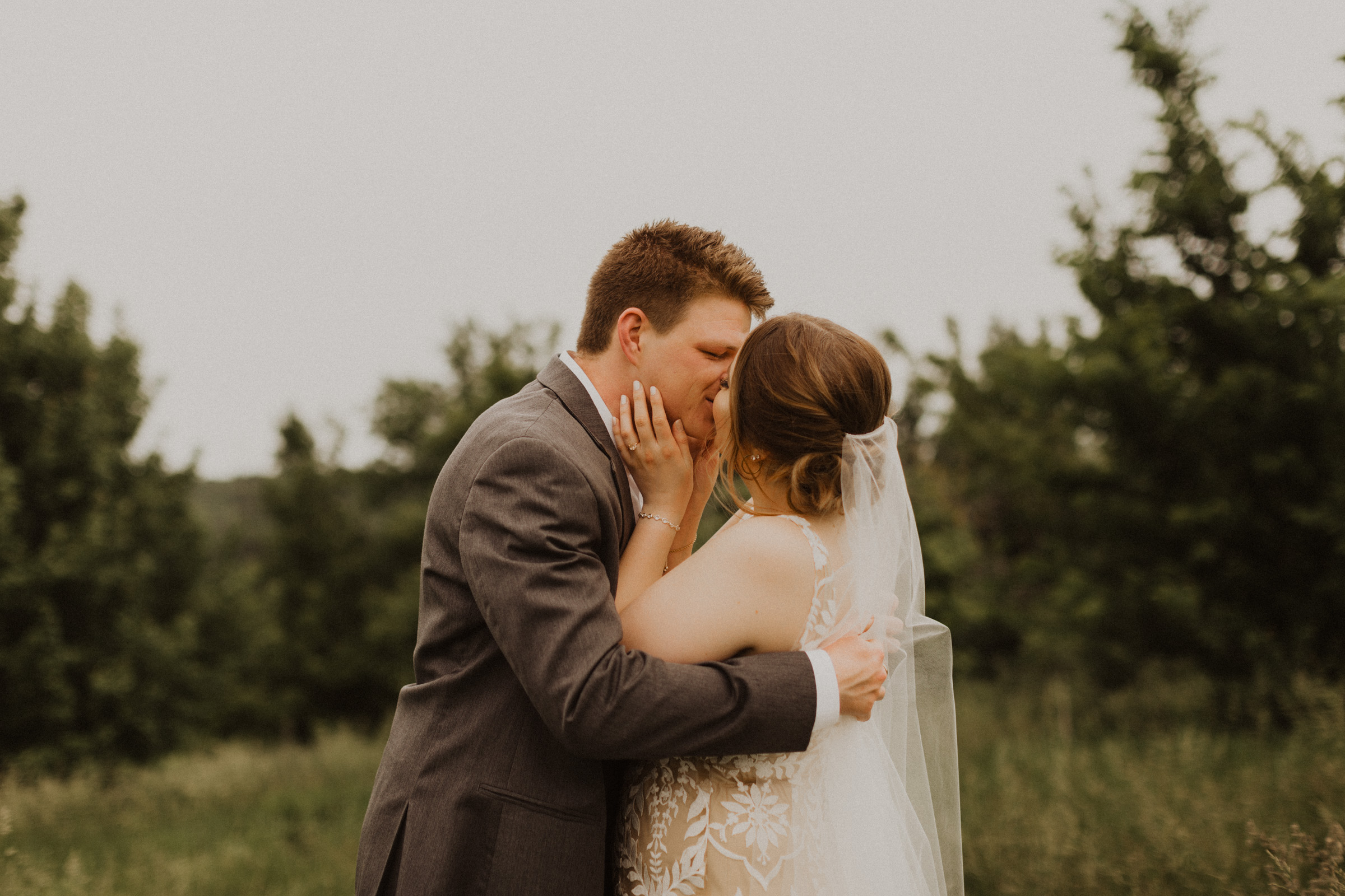 alyssa barletter photography weston red barn farm timberbarn summer outdoor wedding-16.jpg