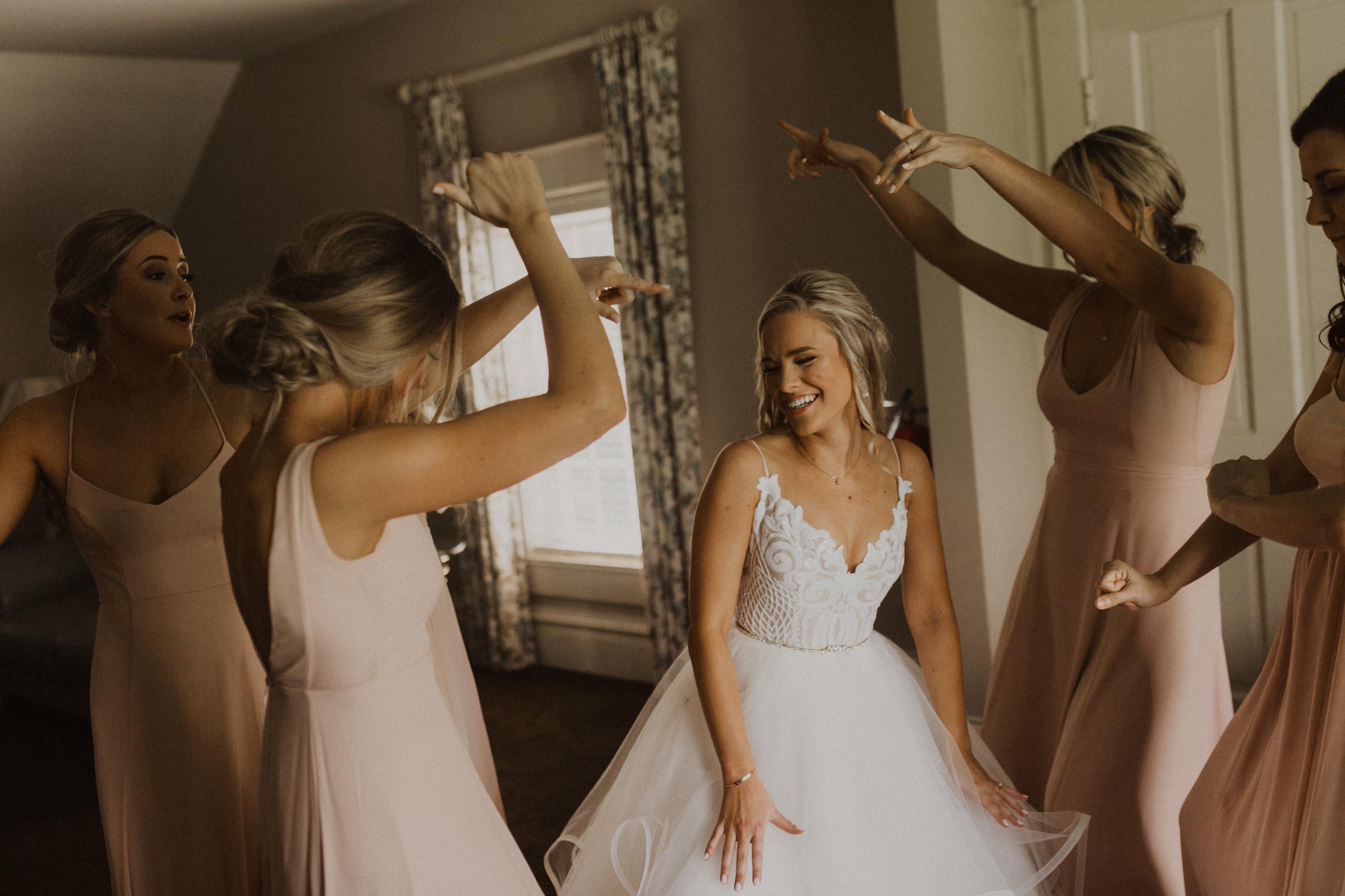 alyssa barletter photography hawthorne house summer outdoor wedding southern charm inspiration-13.jpg