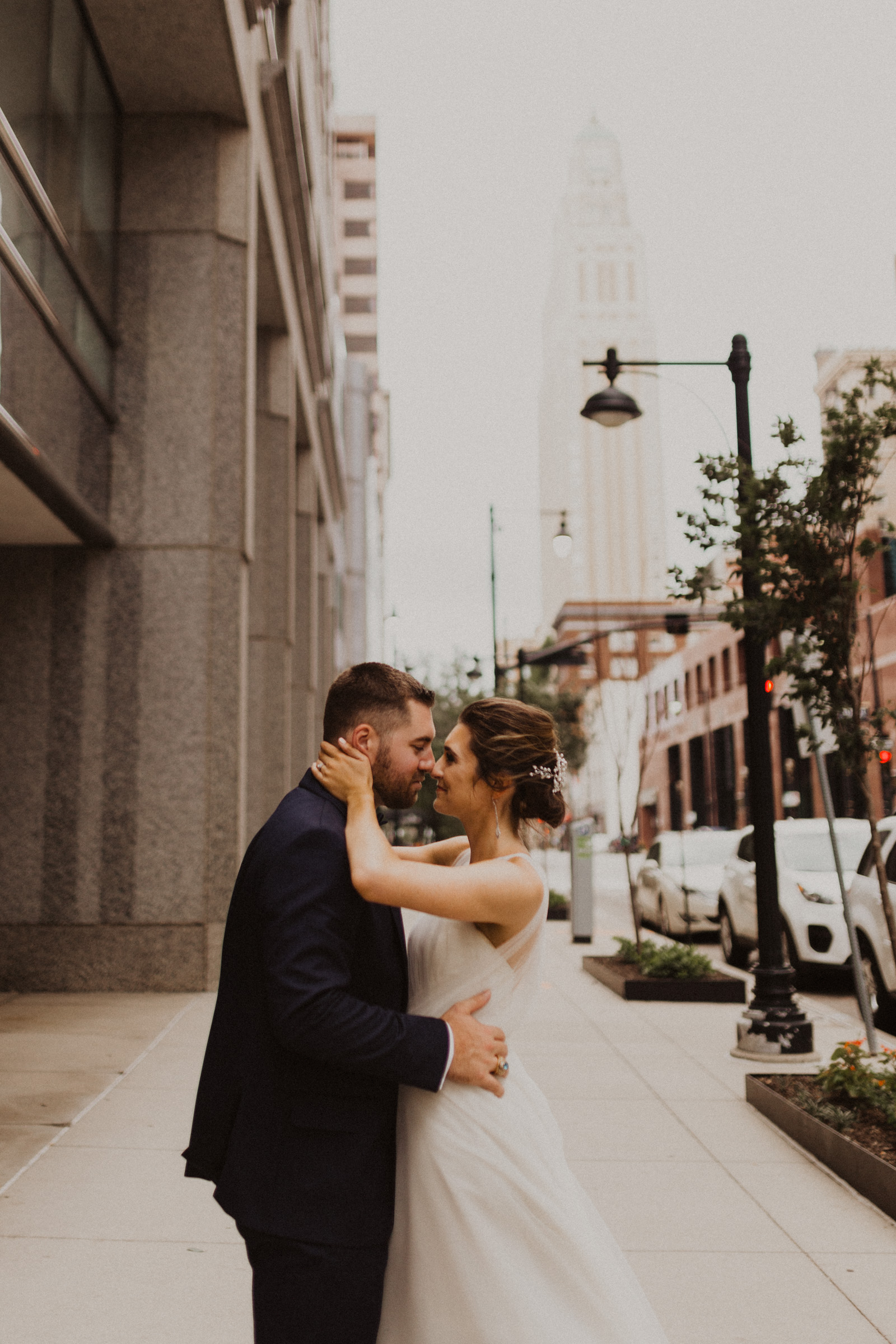 alyssa barletter photography classic downtown kansas city wedding boulevard brewery-51.jpg