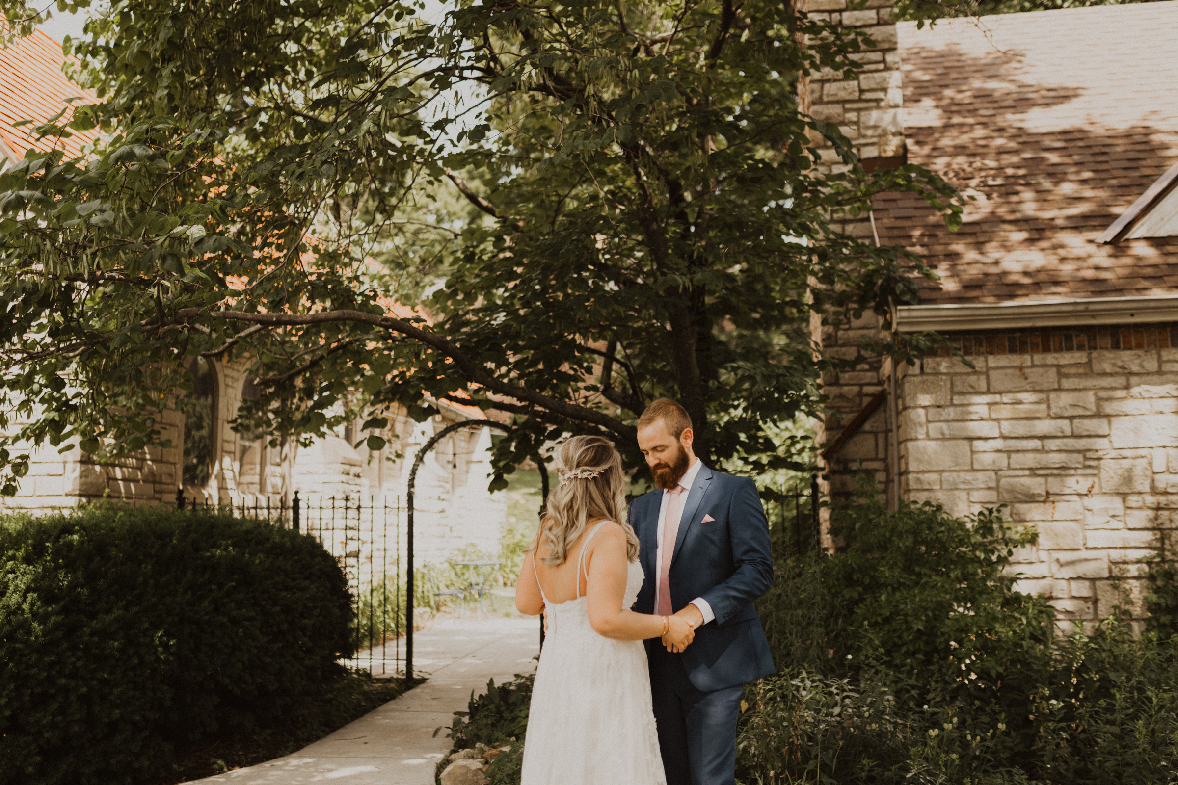 kansas city wedding photographer intimate summer wedding kc photography-14.jpg