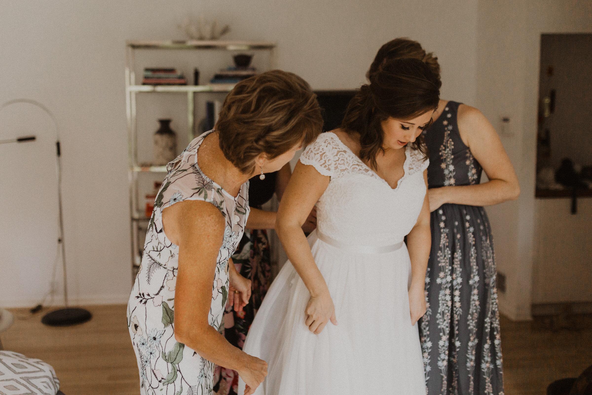 alyssa barletter photography the abbott kansas city summer wedding-7.jpg